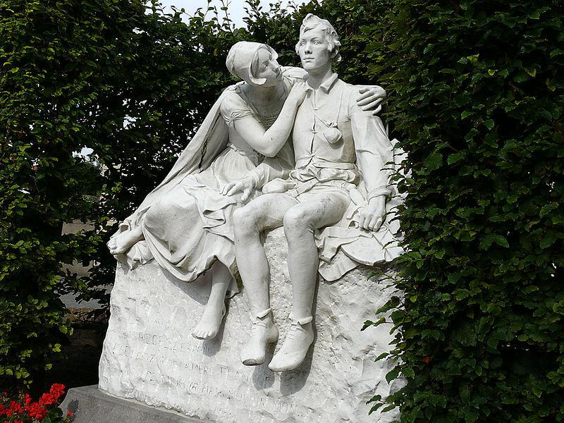 Памятник Тилю Уленшпигелю и Неле в Кнокке-Хейст (Бельгия)