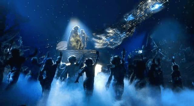 """Кадр из телевизионной постановки мюзикла """"Кошки"""" (1998)"""